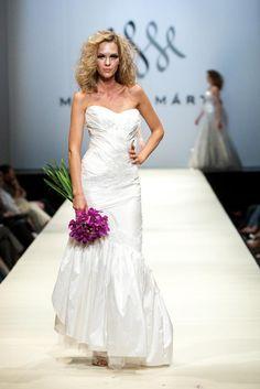 Makny Mrta Fashion Show Fashion Show, Wedding Dresses, Shopping, Bride Dresses, Bridal Gowns, Wedding Dressses, Bridal Dresses, Wedding Dress