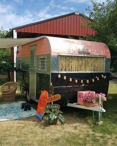 Glamper - glamping in the backyard vintage camper - caravan Vintage Campers Trailers, Retro Campers, Camper Trailers, Happy Campers, Vintage Motorhome, Vintage Rv, Vintage Caravans, Rv Campers, Teardrop Campers