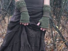 Estilo Hippy, Estilo Rock, Mori Girl, The Cardigans, Fingerless Gloves Knitted, Wrist Warmers, Looks Cool, Swagg, Aesthetic Clothes