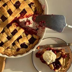 Find images and videos about food, sweet and pie on We Heart It - the app to get lost in what you love. Think Food, I Love Food, Good Food, Yummy Food, Food Goals, Cafe Food, Food Menu, Aesthetic Food, Cream Aesthetic