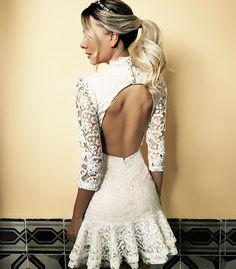 É AMANHÃ!!!!!! ✨✨✨ Muito ansiosa para o lançamento da coleção mais musa ever #BemcasadaPorKarinaCruz  Desenvolvi junto com o @atelierbemcasada cada detalhe desses #whitedresses lindos de morrer! As amigas noivas estão preparadas??? {Lembrando que vão rolar muitas surpresas da @espacoluzdemaria para quem estiver presente!}  #denoivaparanoivas #casamentocivil #noivado #cocktaildress #brides
