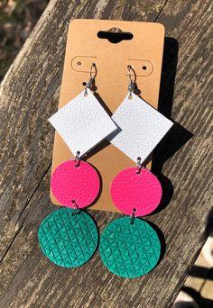 Leather Jewelry Making, Diy Leather Earrings, Diy Earrings, Earrings Handmade, Crochet Earrings, Summer Accessories, Leather Accessories, Money Magic, Nickel Free Earrings