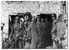 Battle Of Stalingrad : German infantrymen watch the planes ( - of the Luftwaffe ) in the kies over Stalingrad , which bombed the Soviet building`s , paving the way for the ground troops , to move into the command outpost , of the Soviet Guards Division Panzer Iv, German Soldiers Ww2, German Army, Luftwaffe, Focke Wulf 190, Battle Of Stalingrad, Germany Ww2, Ww2 Photos, Photographs
