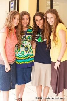 They always wear cute and stylish yet modest and wholesome clothing.  You can very easy wear cute and modest things!  I love their outfits! Duggar Sisters, Duggar Girls, Modest Wear, Modest Dresses, Modest Outfits, Modest Fashion, Modest Clothing, Jinger Duggar, Jill Duggar