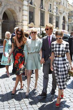 La giornalista e il figlio di Carolina di Monaco partecipano mano nella mano al matrimonio romano di una coppia di amici. A due mesi dal loro «sì». Le foto