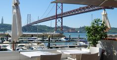 Esplanada Docas is a group of warehouses of the Port of Lisbon . In front of each of them, there' a terrace with a beautiful view of the marina and of 25 de Abril Bridge.