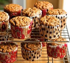 Muffins aux bananes… ultra riches en fibres : alex et gen Skinny Muffins, Healthy Muffins, Banana Recipes, Muffin Recipes, Croissants, Sweet Desserts, Sweet Recipes, Muffin Bread, Homemade Breakfast