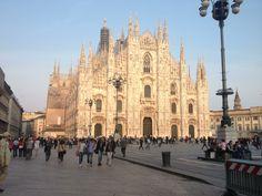Milano, 16 Aprile 2013. Il duomo illuminato dal sole che tramonta non l'avevo mai visto