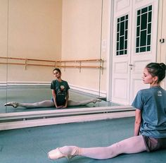 Photo of ballet dancer, not overdramatized or supe. Photo of ballet dancer, not overdramatized or super beautiful, I like it Dance It Out, Just Dance, Ballet Class, Ballet Dancers, Ballerinas, Flexibility Dance, La Bayadere, Dance Poses, Ballet Photography