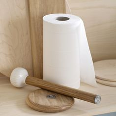 When you need to change the paper towel, it is easy to separate the rod from the base with a simple tug because it is held in place by a magnetic joint. The magnet is counterbalanced in strength, so the rod stays in place anyway – both when being used and when you move the holder with one hand.