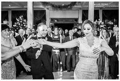Sacúdelo que tiene arena #luispedrogramajophotography #wedinguatemala #wedding #weddingday #destinace #destinasyon #destination #destinationwedding #bridebook #destinazione #weddingphoto #weddingideas #weddings #weddingphotography #weddingphotographer #weddingdress #love #forever #antigua #picoftheday #photooftheday #weddingideas_brides #weddingawards #weddinginspiration #HuffPostIDo #bruiloft #marriage #matrimonio