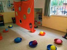 Young Toddler Activities, Preschool Color Activities, Activities For 2 Year Olds, Gross Motor Activities, Toddler Play, Infant Activities, Reggio Emilia, Preschool Classroom Layout, Panda Birthday Party