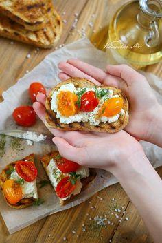 #Брускетта с #сыром #рикотта и #вялеными #томатами с #прованскими #травами. Bruschetta, Food Photo, Ethnic Recipes