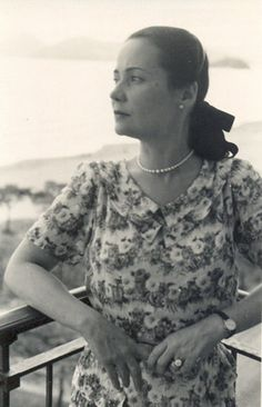 ARACY DE CARVALHO GUIMARÃES ROSA - Foi o cargo ocupado no consulado que ajudou esta mulher a salvar vidas. No meio de diversos outros documentos encaminhados ao cônsul para assinaturas, iam pedidos de visto dos judeus para o Brasil – seria uma das únicas maneiras de fugir das perseguições nazistas.  http://jornalggn.com.br/blog/luisnassif/aracy-o-anjo-de-hamburgo#comment-303061