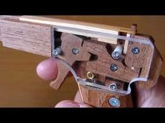 Diy Wood Projects, Projects For Kids, Wood Crafts, Homemade Weapons, Homemade Crossbow, Rubber Band Gun, Wood Games, Diy Home Crafts, Wood Toys