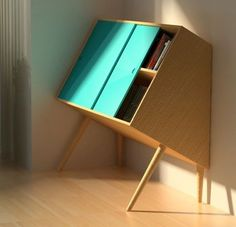 """The British designer Lisa Sandall us discover its arrangement """"Chin Up,"""" a small wood furniture to lean against the wall, between balance and imbalance."""