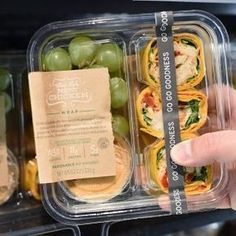 Lunch prep ideas: can make your own and save money! Starbucks New Bistro Box Salad Packaging, Takeaway Packaging, Food Packaging Design, Coffee Packaging, Bottle Packaging, Bakery Design, Food Design, Design Design, Graphic Design