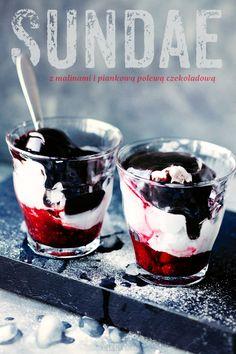 Sundae - maliny, lody i puszysta polewa czekoladowa z pianek marshmallows