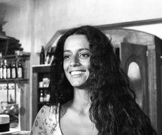 Em 1975, Sonia Braga deu vida à protagonista da novela Gabriela, exibida no horário das 22h (Foto: Cedoc / TV Globo) Cannes, Sonia Braga, Photography Pics, Natural Hair Inspiration, Black And White Portraits, Female Images, Beauty Queens, Female Characters, Girl Crushes