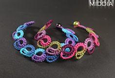 Simple bracelets. Thick thread. cro-tatting