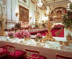 Prince William and Kate Middleton Wedding: The 650 guests invited to the lunch reception will also travel to Buckingham Palace by coach and carriage. Of these, only around half will stay for the evening dinner dance. Buckingham Palace, William Kate Wedding, Principe William Y Kate, Prinz Philip, Royal Party, Palace Interior, Estilo Real, Prince William And Catherine, Prince Charles