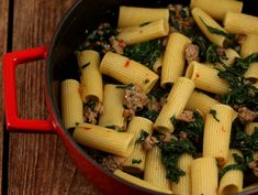 Paste+cu+carne+si+spanac Rigatoni, Weeknight Meals, Celery, Potato Salad, Mashed Potatoes, Vegetables, Ethnic Recipes, Food, Spinach Pasta