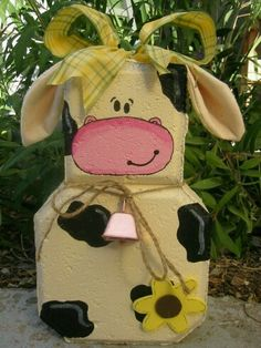 Moo Cow Patio Person Garden Art Outdoor by SunburstOutdoorDecor Painted Bricks Crafts, Brick Crafts, Painted Pavers, Wood Crafts, Fun Crafts, Painting Concrete, Concrete Art, Cow Craft, Patio Blocks