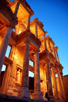 Efes, İzmir, Türkiye'de Celsus Kütüphanesi(The Library of Celsus in Ephesus, Izmir, Turkey)