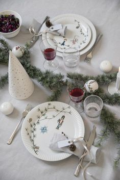 Nordic Home Styles - Buy Nordic Interior Design online! Nordic Interior Design, Scandinavian Interior, Scandinavian Style, Printed Sofa, Nordic Home, Lokal, Furniture Covers, Hygge, Table Settings