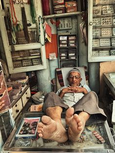 Afternoon Nap of Shop owner Gujurat India People Photography, Film Photography, Street Photography, Travel Photography, Photography Workshops, India Street, Amazing India, Steve Mccurry, Afternoon Nap