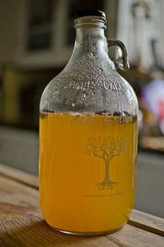 Sima is a fermented lemon drink from Finland, brewed in the Spring. This Sima recipe is very easy to make and a great introduction to home fermentation. Kefir, Sima Recipe, Kimchi, Finnish Recipes, Fermentation Recipes, Homebrew Recipes, Homemade Wine, Lemon Drink, Weight Loss Drinks