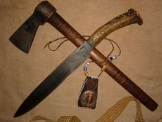 Long knife,belt and axe; more or less part of the basic hunting equipment Aldus carries