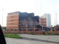 UFT quemada por colectivos del Gobierno