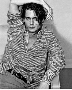 """Johnny Depp """"The Blue Boy"""" Photo by Annie Leibovitz for Vanity Fair February 1997 Young Johnny Depp, Here's Johnny, 21 Jump Street, The Blue Boy, Poses Modelo, Beautiful Men, Beautiful People, Annie Leibovitz Photography, Fangirl"""