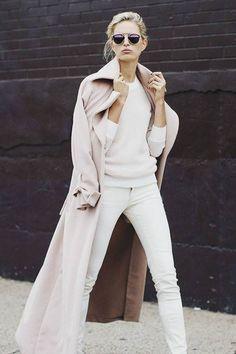 Karolina Kurkova. Gat Rimon Tipora wool coat.