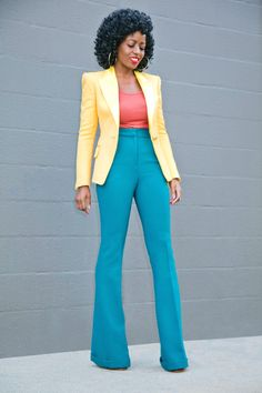 Take a look at the best flared pants in the photos below and get ideas for your outfits! Classy Casual, Classy Outfits, Stylish Outfits, Beautiful Outfits, Color Combinations For Clothes, Pantalon Large, Professional Outfits, Colourful Outfits, Work Attire