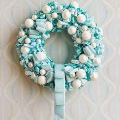 Per chi segue le tendenze, quest'anno, i colori di moda per addobbare il proprio albero di Natale sono i blue Tiffany e il rosa.         Si...