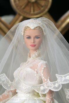 Grace Kelly wedding Barbie, beautiful!