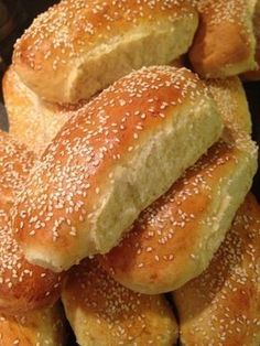 Hjemmebagte pølsebrød med sesam Cooking Cookies, Norwegian Food, Danish Food, No Bake Snacks, Bread Bun, Man Food, Bread And Pastries, Recipes From Heaven, Bread Baking