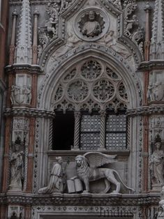 THE DOGE & THE LION through the eyes of jmdias - Palazzo Ducale is one of the most known and visited buildings in Venice. This is the window above the entrance, few meters far from San Marco Basilica Neoclassical Architecture, Gothic Architecture, Architecture Details, Venice Travel, Places In Italy, Europe, Murano, Western Art, Venice Italy