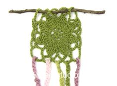 DROPS Crocheting Tutorial: How to make a dreamcatcher with plaits.