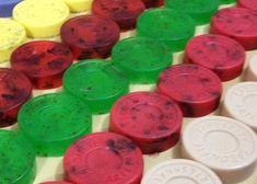 Como fazer sabonetes para vender Aloe Vera, Soap, Personalized Items, Diy, Soap Recipes, Crafts To Sell, How To Make Crafts, Handmade Cosmetics, Easy Crafts