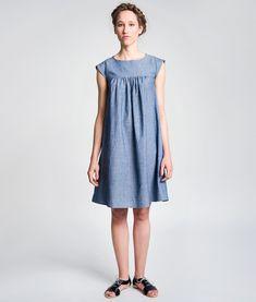 Schnittmuster für ein Sommerkleid mit Flügelärmeln.