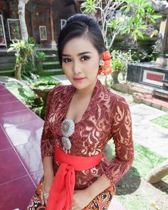 AYU SINTYA DEWIさんはInstagramを利用しています:「😇」 Kebaya Bali, Batik Kebaya, Kebaya Dress, Bali Girls, Beautiful Muslim Women, Indonesian Girls, Posing Guide, Poker Online, Japan Girl
