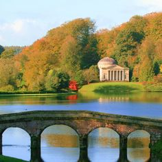 https://flic.kr/p/atosN6 | stourhead autumn colour | The beautiful gardens at Stourhead in Wiltshire are one of the best places to visit to see Autumn colour. On this particular morning the colours where at their best and I was lucky to catch the water still enough to provide some reflections. You cant really go wrong with such a scene infront of you!