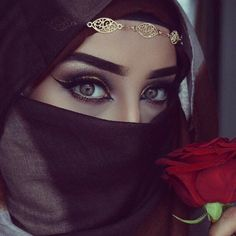 Beautiful eyes with Hijab Beautiful Muslim Women, Beautiful Hijab, Beautiful Eyes, Arabian Eyes, Arabian Beauty, Hijab Makeup, Bride Makeup, Beau Hijab, Niqab Eyes
