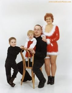 Time For The Holidays: 10 Christmas Card Pictures Gone Wrong!