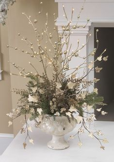 In this DIY tutorial, we will show you how to make Christmas decorations for your home. The video consists of 23 Christmas craft ideas. Christmas Flower Arrangements, Christmas Flowers, Silver Christmas, Noel Christmas, Christmas Centerpieces, Xmas Decorations, Floral Arrangements, Christmas Wreaths, Christmas Candles