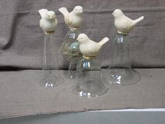 dollar store birds painted white, glued with to goodwill cloches (clever diy dollar stores) Diy Home Crafts, Diy Arts And Crafts, Diy Craft Projects, Crafts To Make, Dollar Tree Decor, Dollar Tree Crafts, Cloche Decor, Jar Art, Spring Crafts