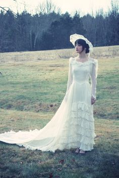 Vintage late 30s earl 40s wedding gown and head piece